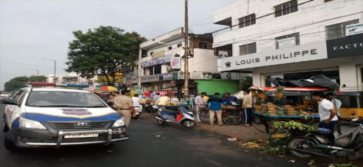 Police restrictions put Tolichowki hawkers in a spot