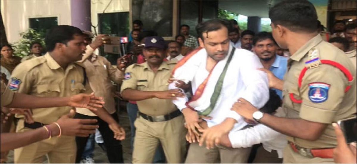 Congress lays siege to GHMC Rajendranagar office