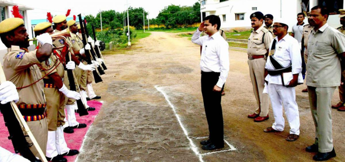 Cops asked to maintain pleasant atmosphere in stations: Karimnagar Collector