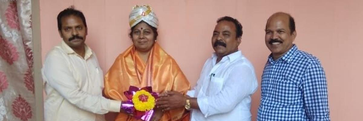 DEO felicitated by PRTU leaders