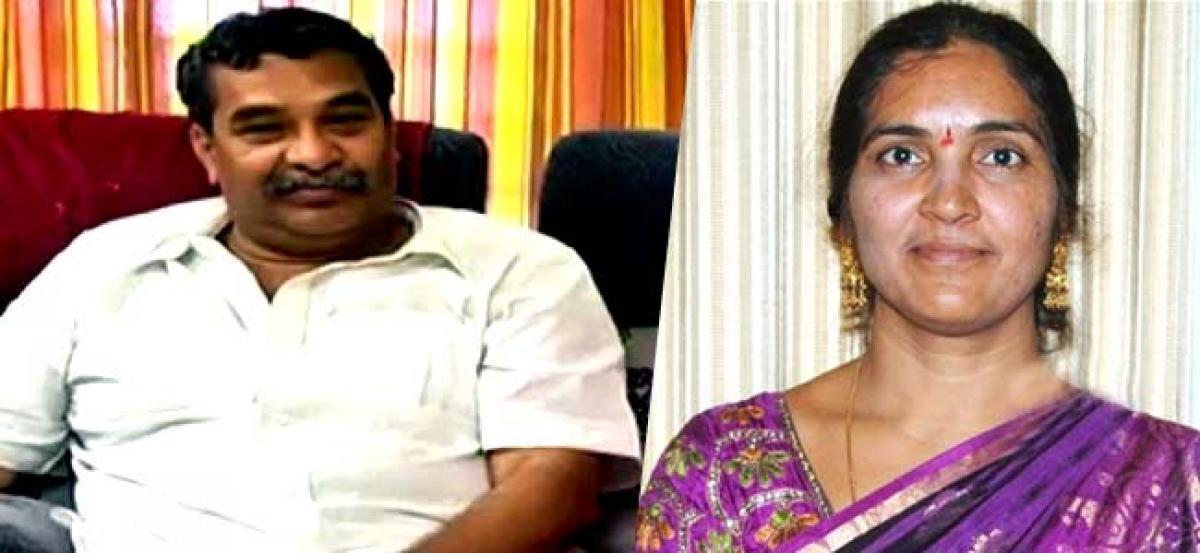 Jayaprakash Reddy deceived his wife-Padma Devender Reddy
