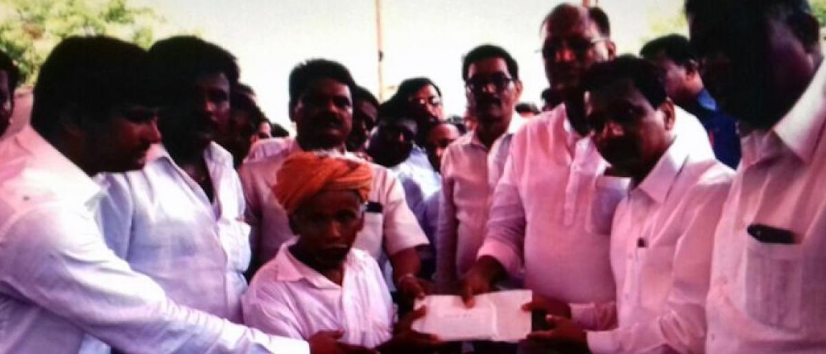 Devarakonda Padamati Thanda accident victims kin get financial aid
