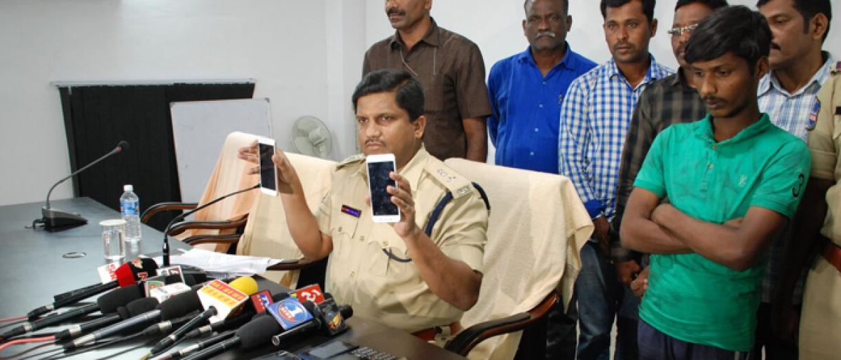 Mobile phone thief arrested in Nalgonda