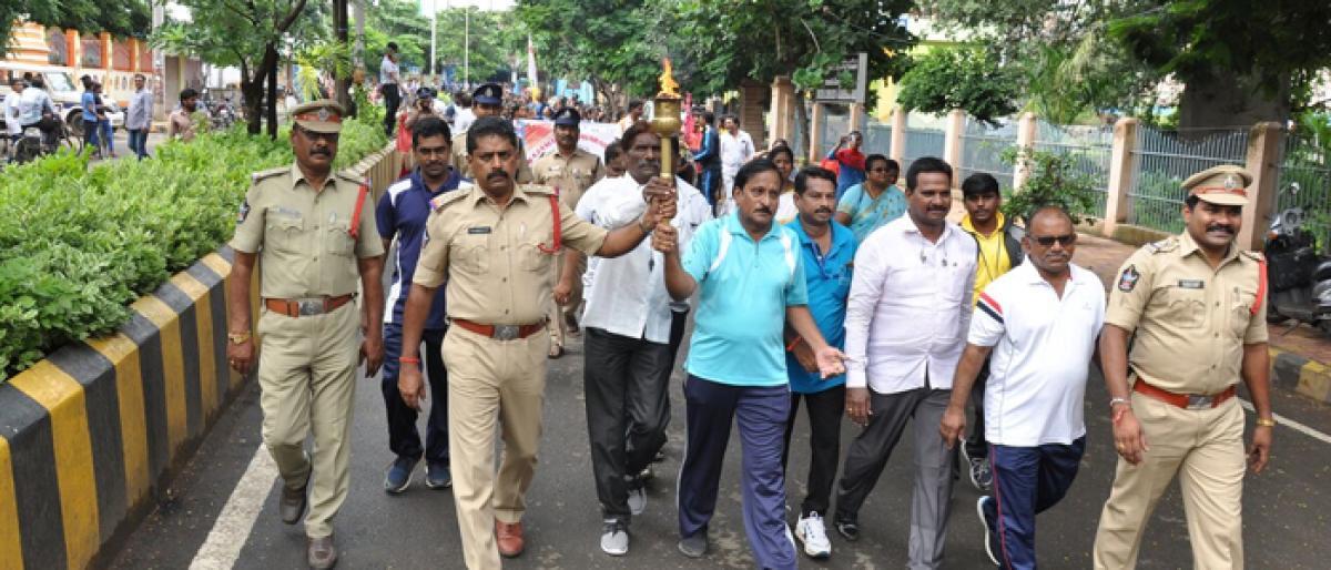 800 players take part in sports rally in Rajamahendravaram