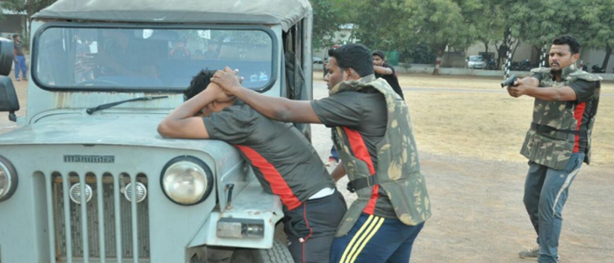 Unarmed combat lessons for cops