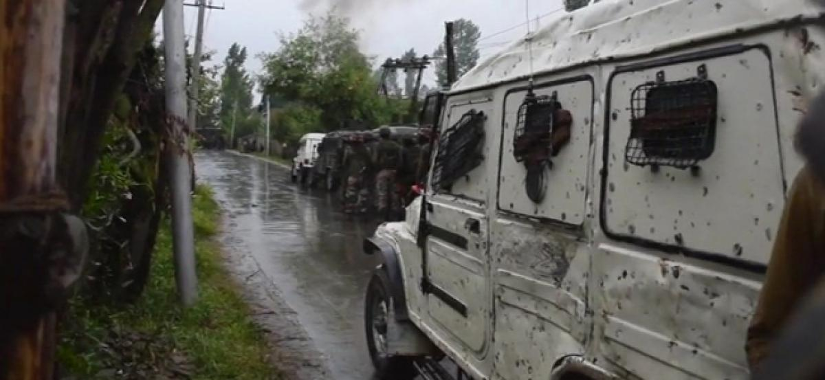 Four injured in clashes between security forces, stone-pelters at Pulwama encounter site
