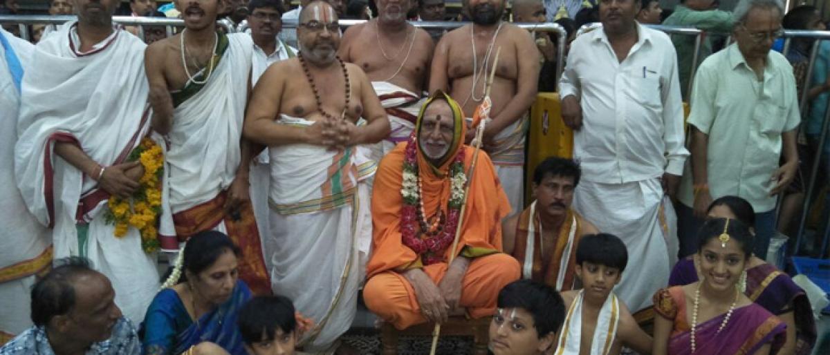 Pushpagiri seer visits Yadadri shrine