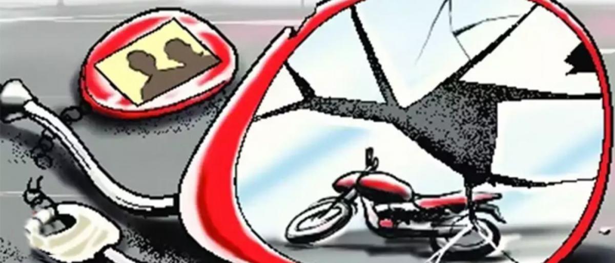 One died when bike hits divider at Ghatkesar