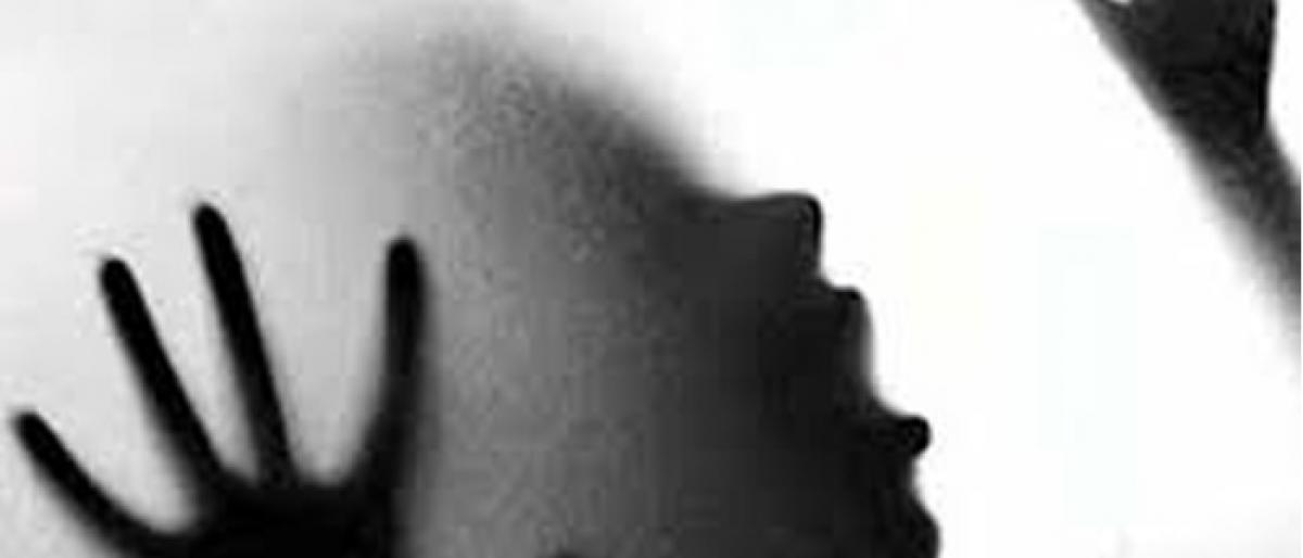 Pervert official seeks sex for Rythu Bandhu Scheme money