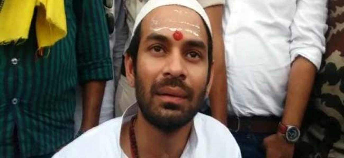 Bihar: Armed man clutches Tej Pratap