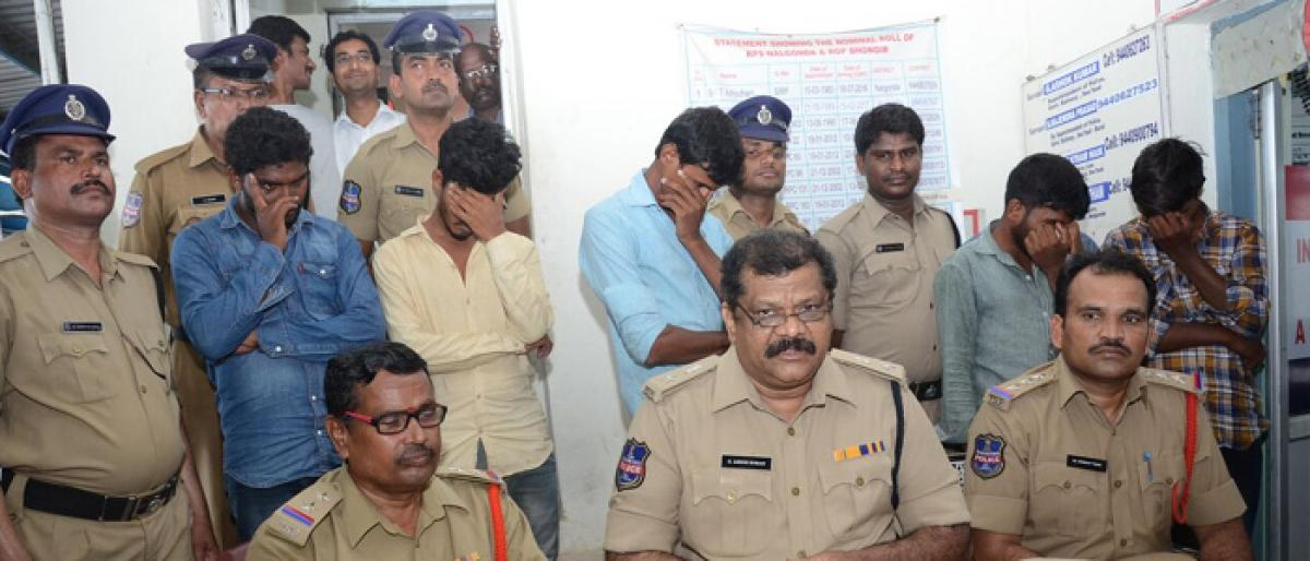Cell phone theft racket busted in Nalgonda