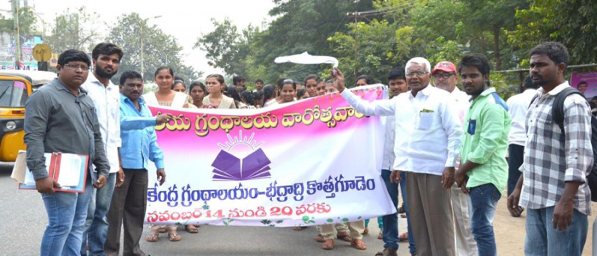 Kothagudem Collector lays emphasis on book reading