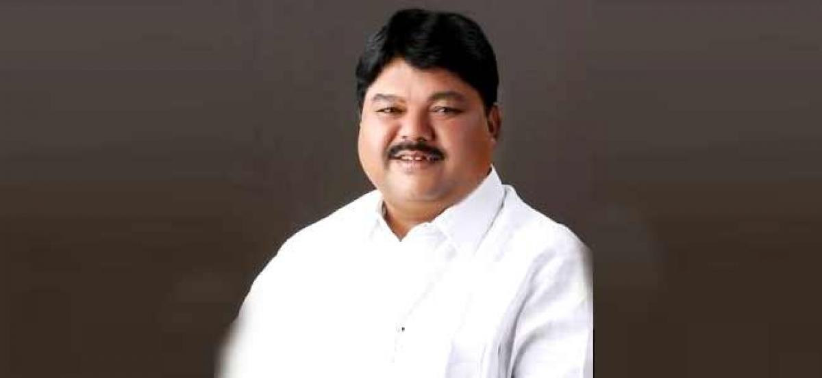 TRS suspends Ramulu Naik