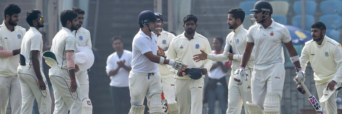 Hyderabad stare at defeat against MP