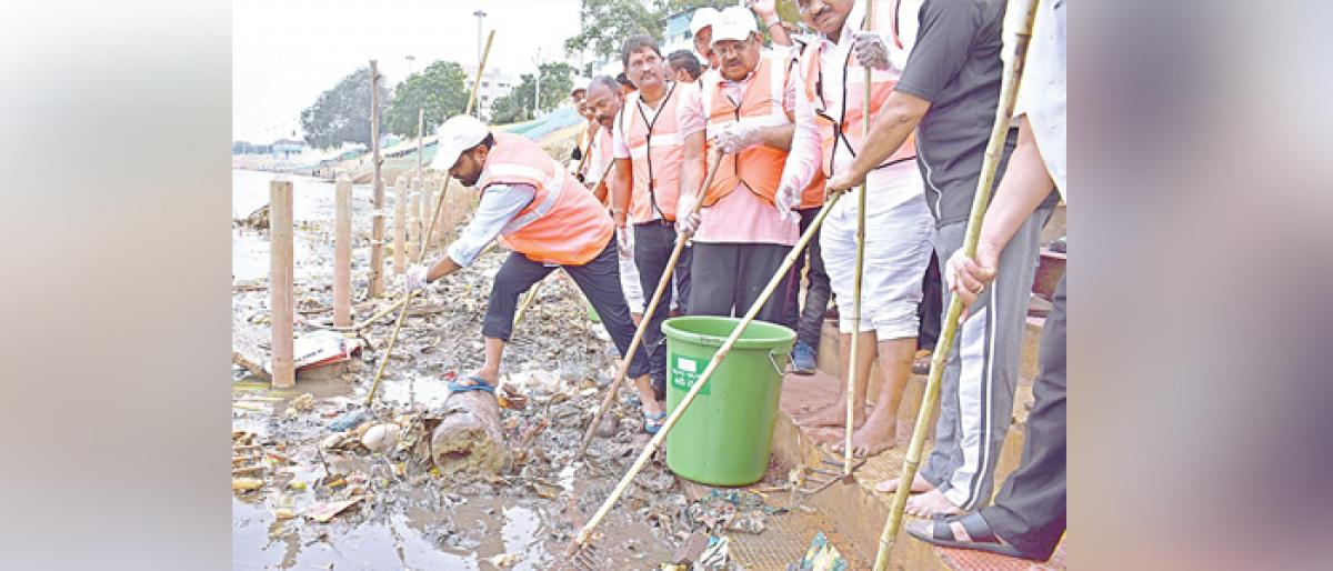 MLA, BJP leaders clean river ghats in Rajamahendravaram