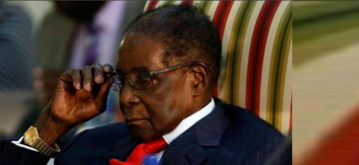 Zimbabwes former President Mugabe backs opposition on eve of election