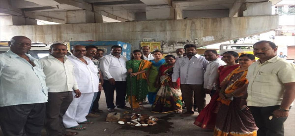 Corporator Samala Hema inaugurates development works at seethaphalmandi