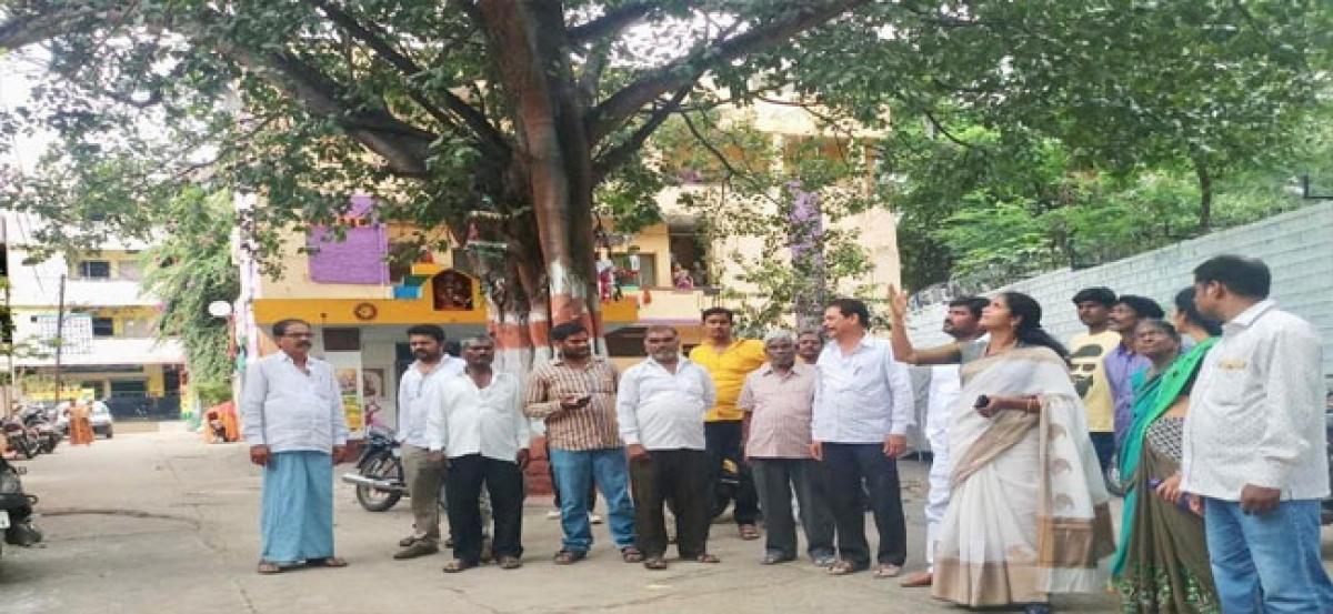 Corporator tours Manikeshwar Nagar