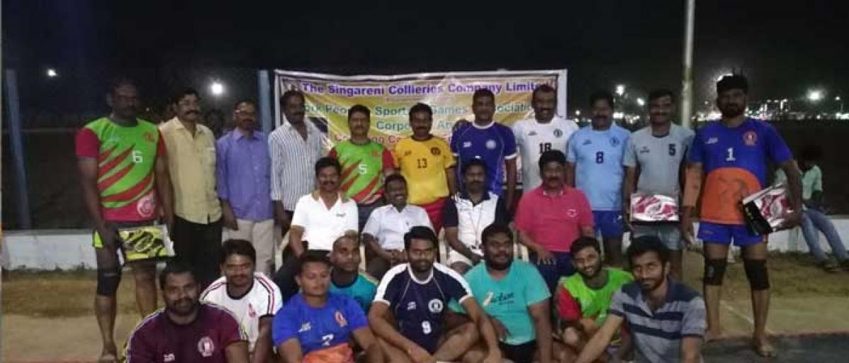 SCCL distributes sports kits to employees