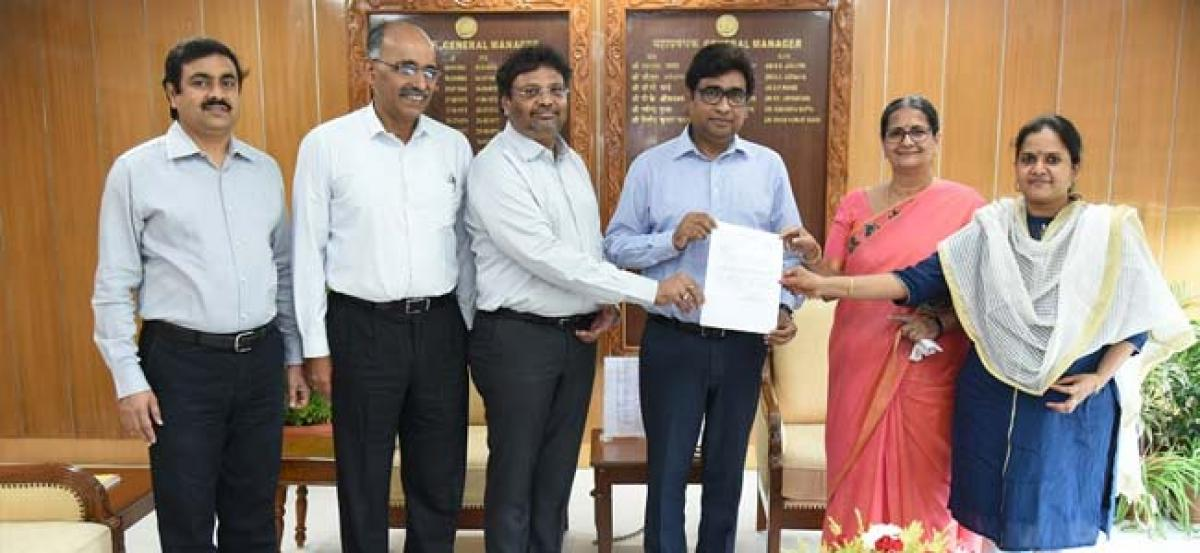 SCR contributes Rs 7.5 crore to Kerala PM relief fund
