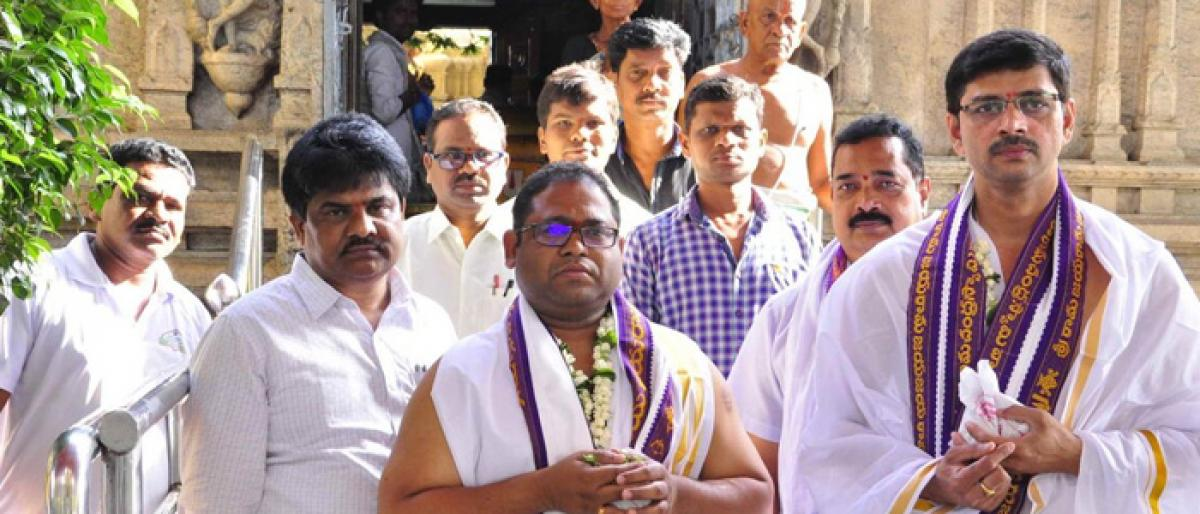 Central Welfare Scheme committee members offer prayers at Rama temple