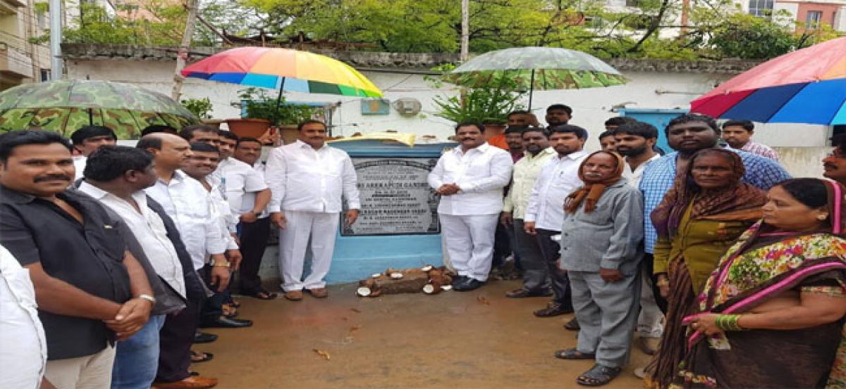 Arekapudi lays stone for CC roads