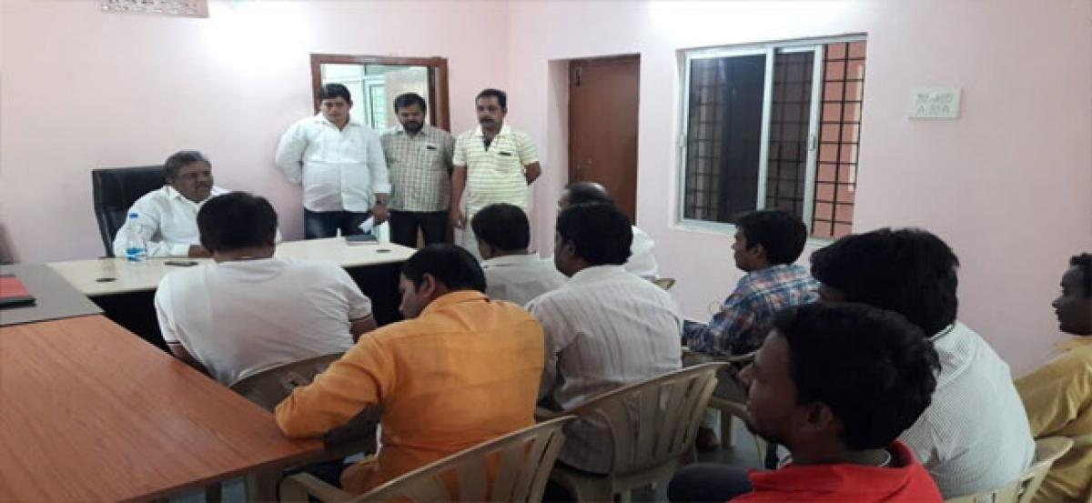 Corporator holds meeting with SFAs
