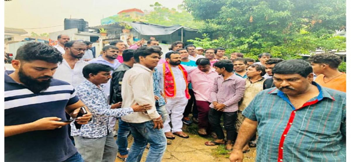 Manne Govardhan Reddy interacts with Kundanbagh residents