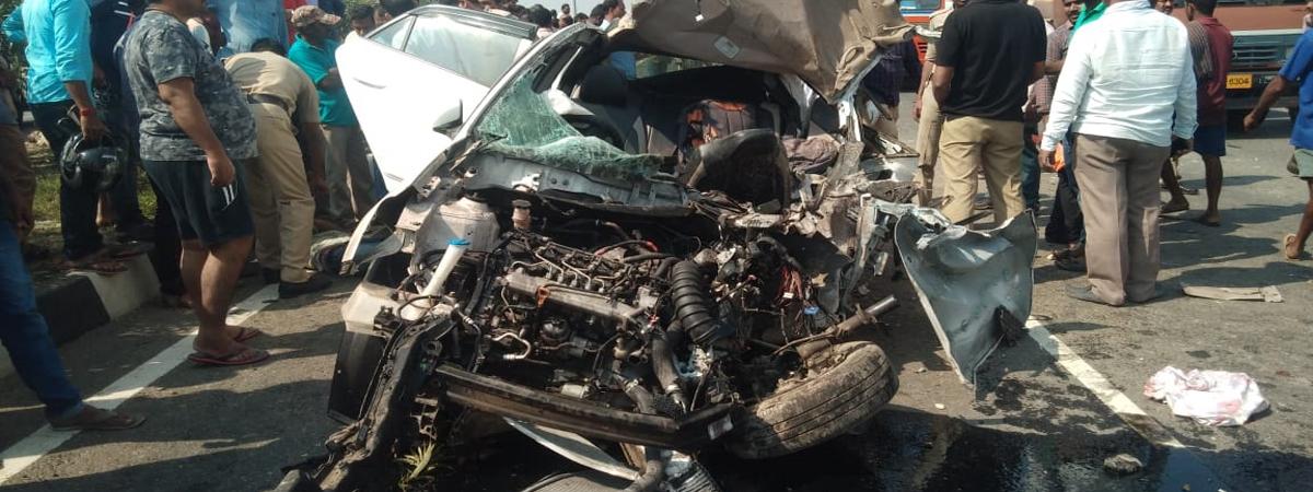 4 engineering students die as car hits divider, truck