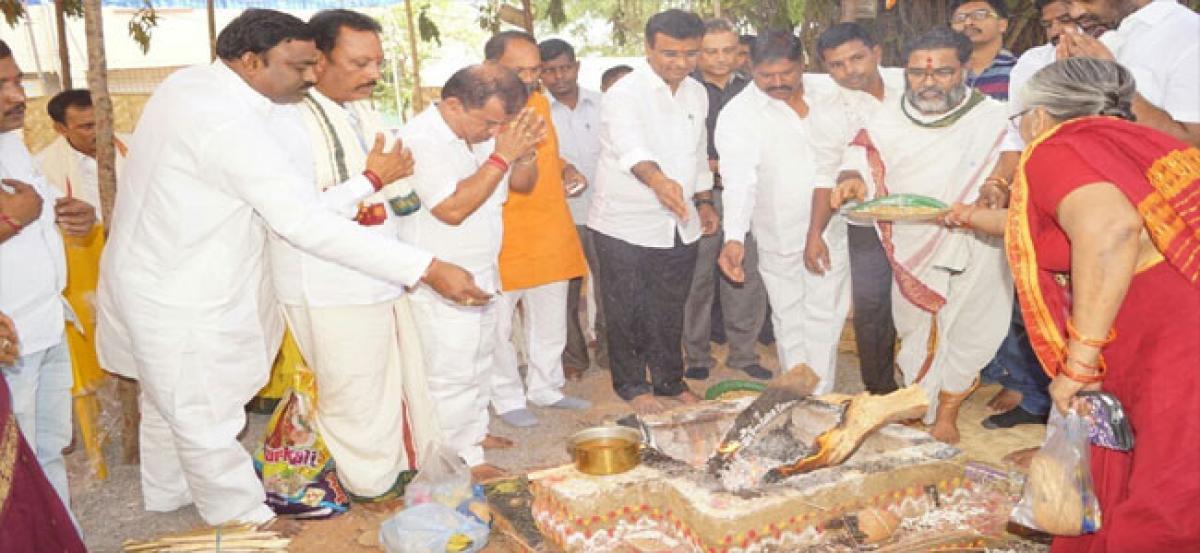 Nallapochamma, Muthyalama statues erected