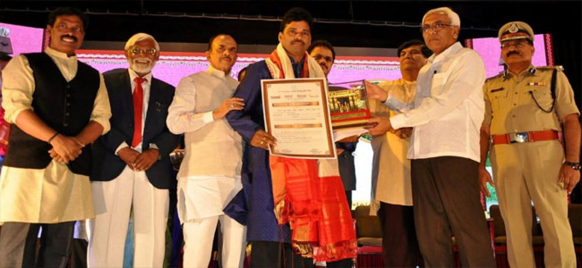 Kumara Swamy conferred with Vishishta Puraskaram-2018