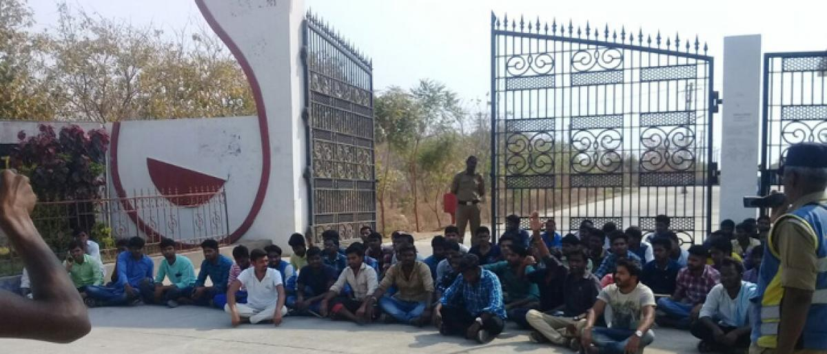 Change hostel mess agency, students demand