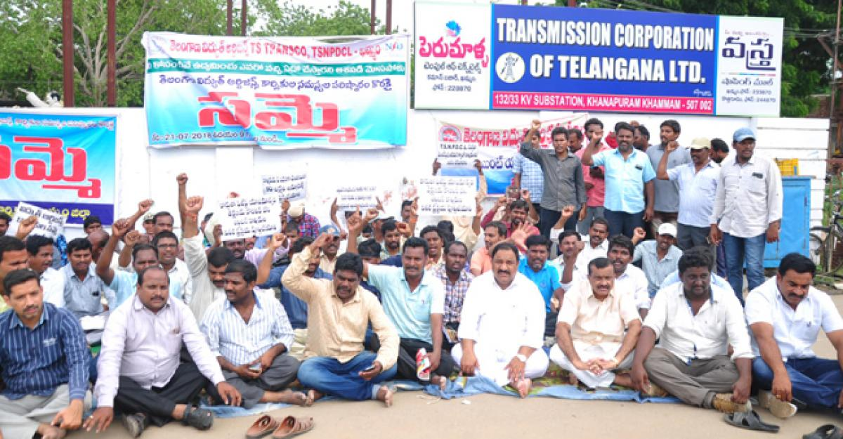 TDP MLA extends support to agitating electricity workers