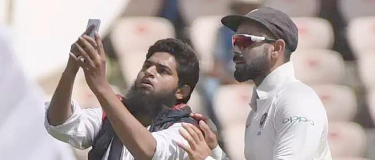 3 policemen suspended as fan breaches security for selfie with Virat Kohli in Hyderabad