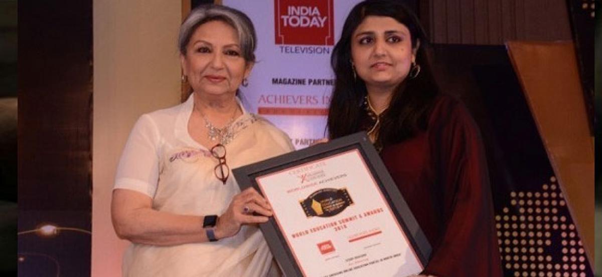 Sharmila Tagore presents award to Study Khazana for best emerging E-Portal From North India