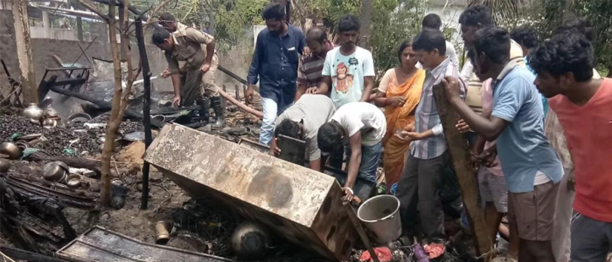 House gutted in fire due to short circuit at Janakinagar in Akiveedu