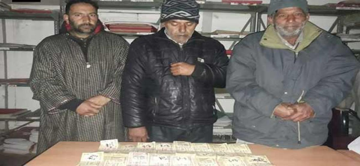 Srinagar Police apprehends 3 with big demonitised currency