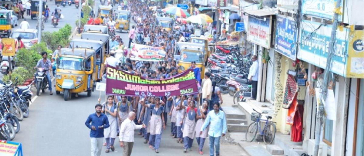 Students take out rally on Gandhi Jayanti in Tanuku