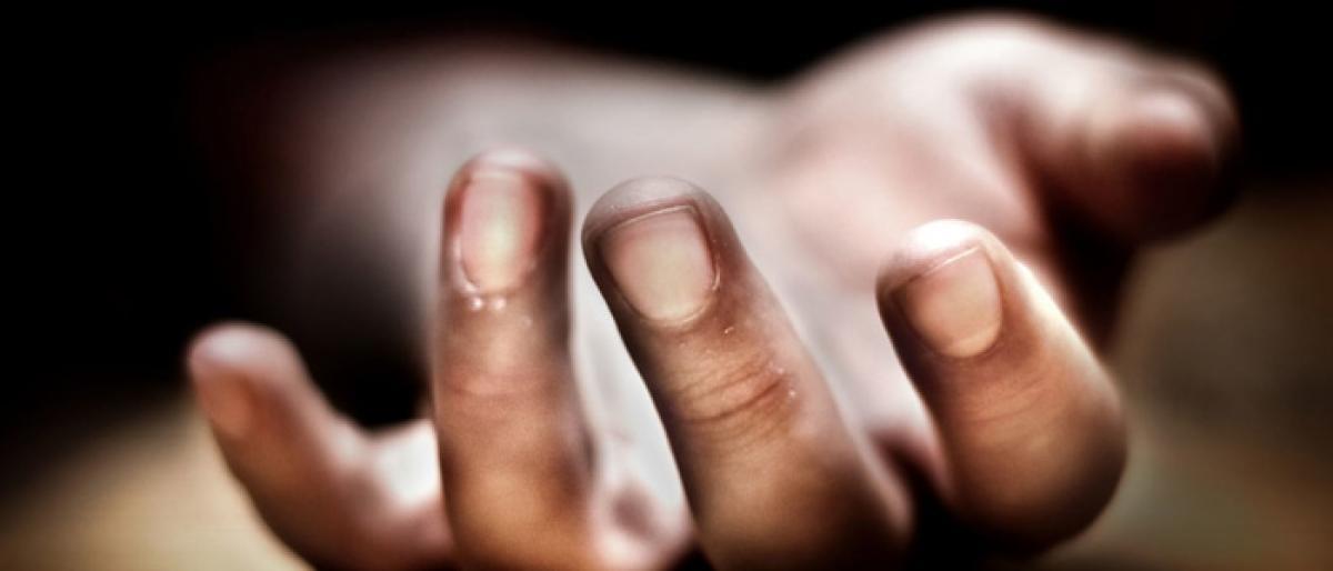 Man found dead on rail track in Gadwal district