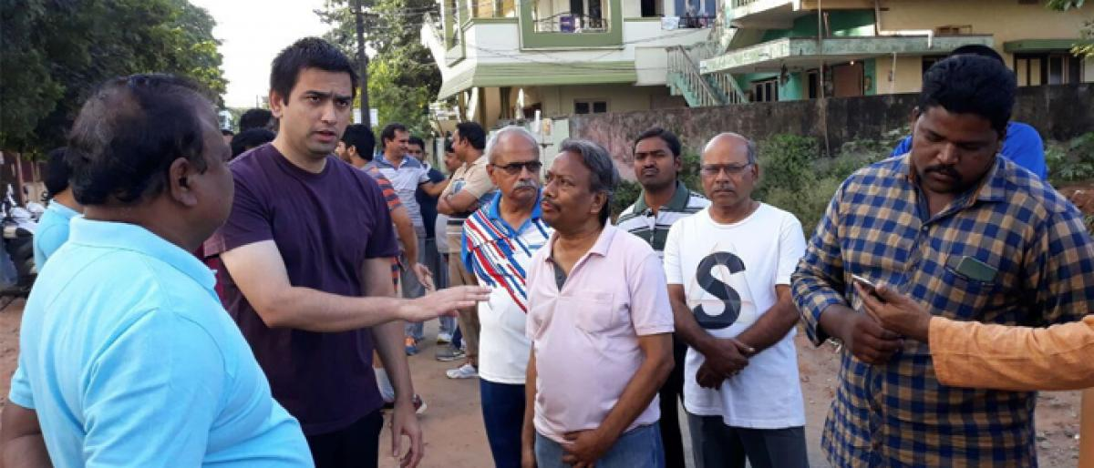 Civic chief Sumit Kumar inspects 9th division