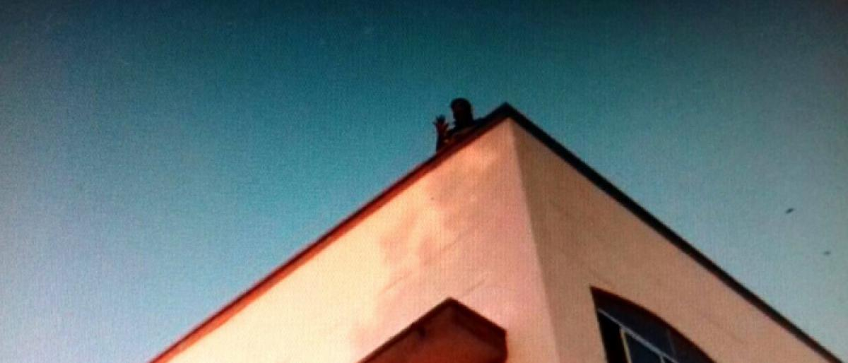 Youth creates stir by threatening to jump from court building in Suryapet