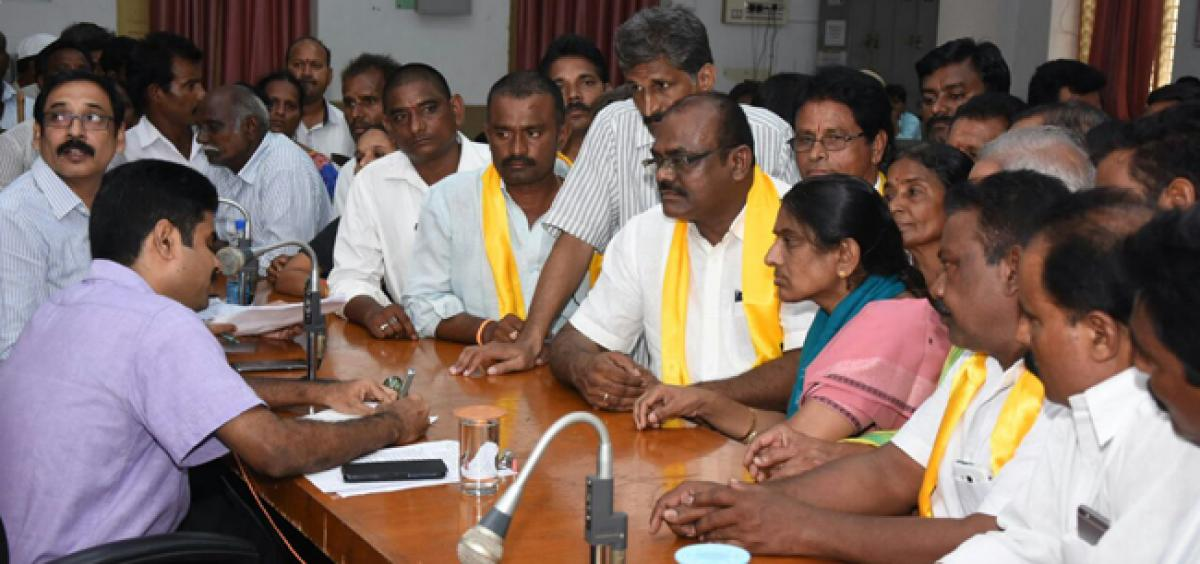 Khammam TDP leaders slams Centre, State over agrarian crisis