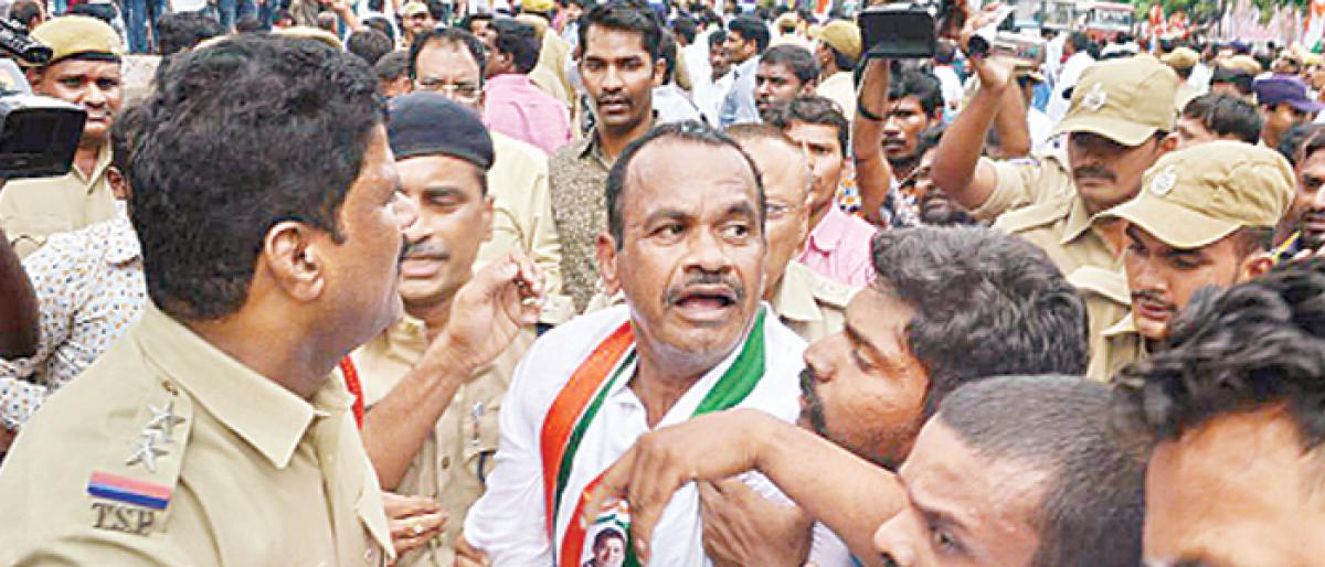 Cops foil Youth Congress bid to march to Pragathi Bhavan