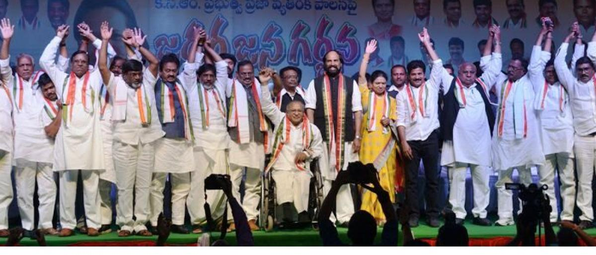 Congress fires salvos at KCR, kin