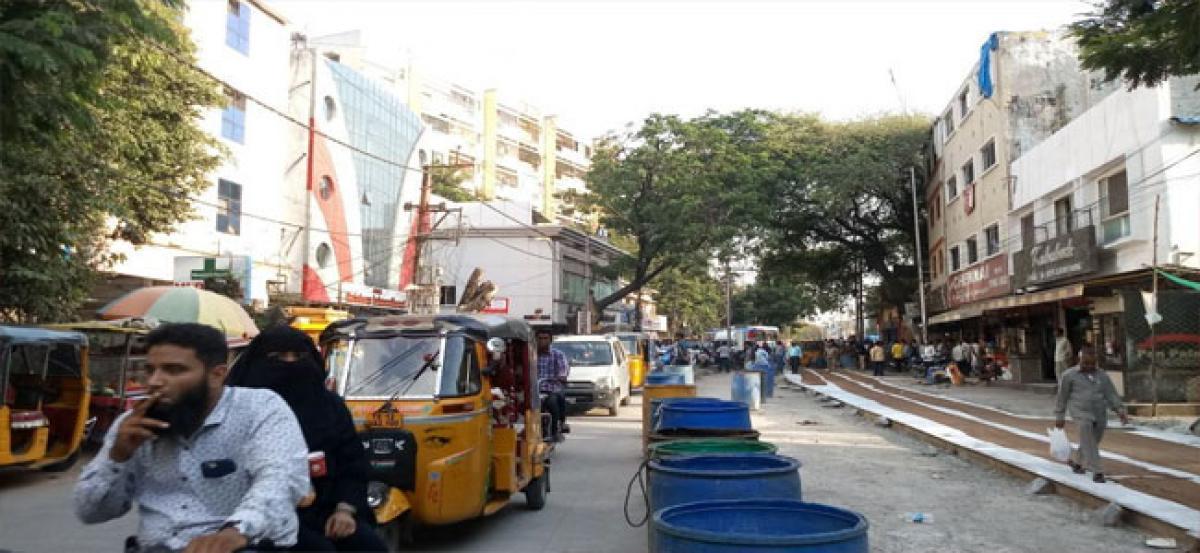 CC road works cause traffic woes at Lakdikapul