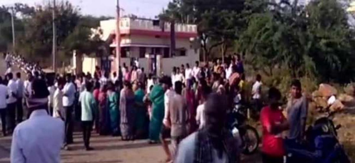 TRS leader stoned to death in Telangana; his kin assault Cong workers