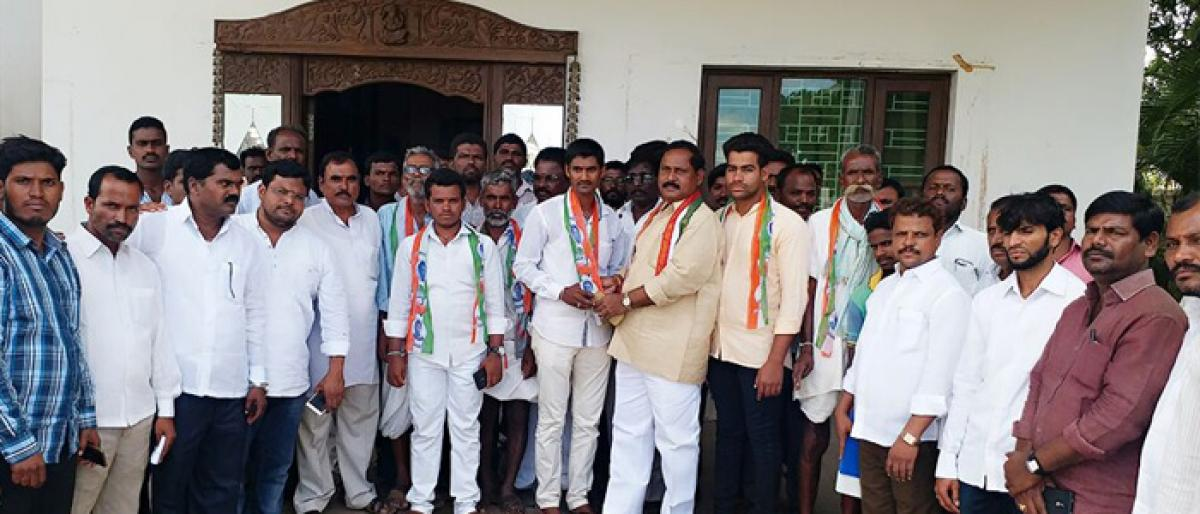 Several TRS leaders quit to join Congress