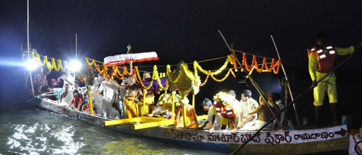 Thousands witness Teppotsavam in Bhadrachalam