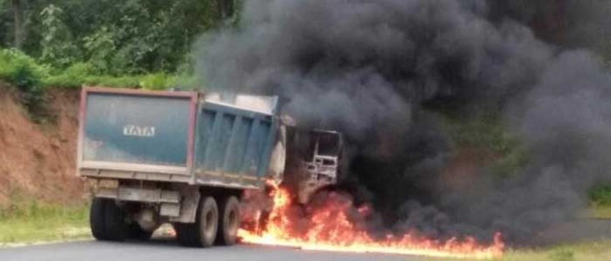 Maoists set tipper on fire in Bijapur