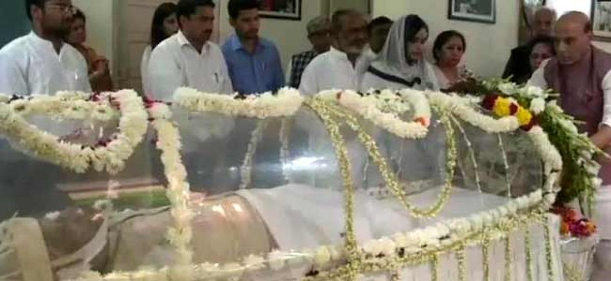 Mortal remains of veteran leader N D Tiwari to be brought to UP on Saturday